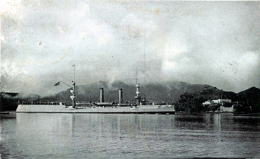 Barroso with her post-1905 scheme from a post card of her at porto de Santos.