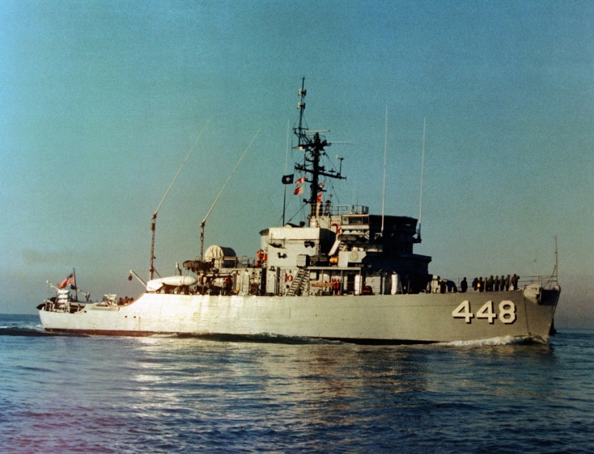 A starboard view of the ocean minesweeper USS ILLUSIVE (MSO 448) underway, 8/13/1984