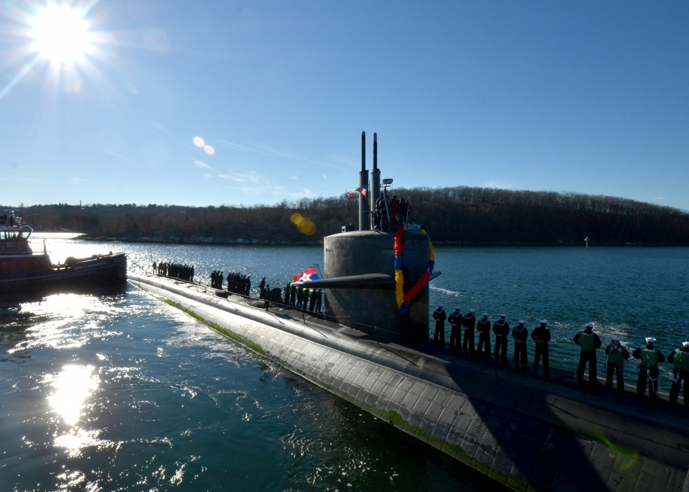 The Los Angeles-class attack submarine USS Dallas (SSN 700) returns to homeport at Groton, Conn., following its final scheduled deployment after more than 30 years in service. (U.S. Navy photo/Released)
