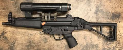 old-school-hk-optic-made-by-hensoldt-that-projects-light-with-a-crosshair-in-the-beam-it-runs-on-5-c-batteries-and-weighs-as-much-as-the-mp5-itself-2