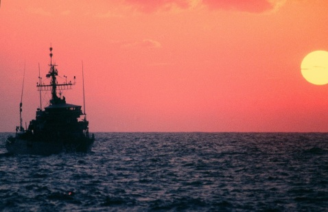 The ocean minesweeper USS INFLICIT (MSO 456) heads towards the Persian Gulf to support US Navy escort operations, 9/1/1987