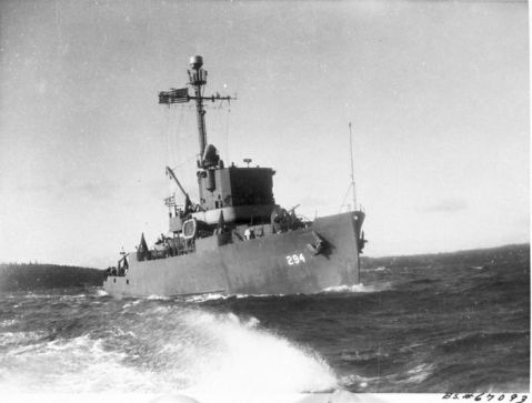 uss-salute-am-294-built-in-november-1942-by-winslow-marine-railway-and-shipbuilding-co