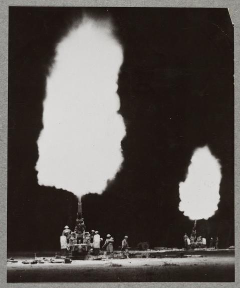 british-3.7-inch-anti-aircraft-guns-in-action-near-tobruk-during-a-night-raid-1940-loc