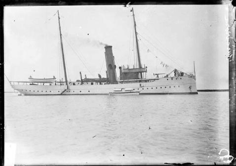 image-of-the-tuscarora-gunboat-in-water-at-chicago-illinois-1909