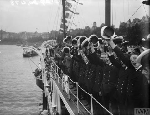 THE ROYAL NAVY IN BRITAIN, 1919-1939 (Q 20478) Cadets of HMS PRESIDENT cheering the boats as they pass down the Thames in the naval pageant, 4th August 1919. Copyright: © IWM. Original Source: http://www.iwm.org.uk/collections/item/object/205261231