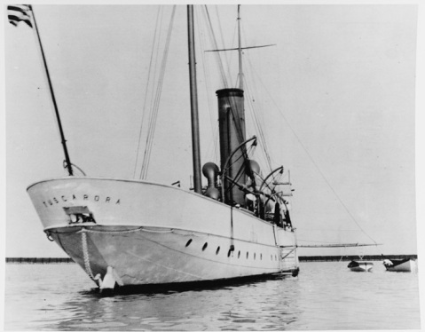 Revenue cutter TUSCARORA At Milwaukee, Wisconsin, circa 1908. NH 71060