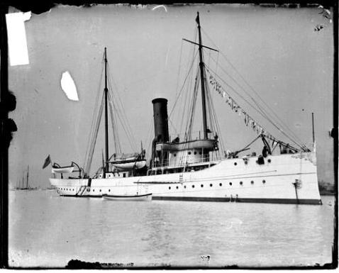 u-s-revenue-cutter-tuscarora-viewed-at-an-angle-from-the-front-along-one-side-1905