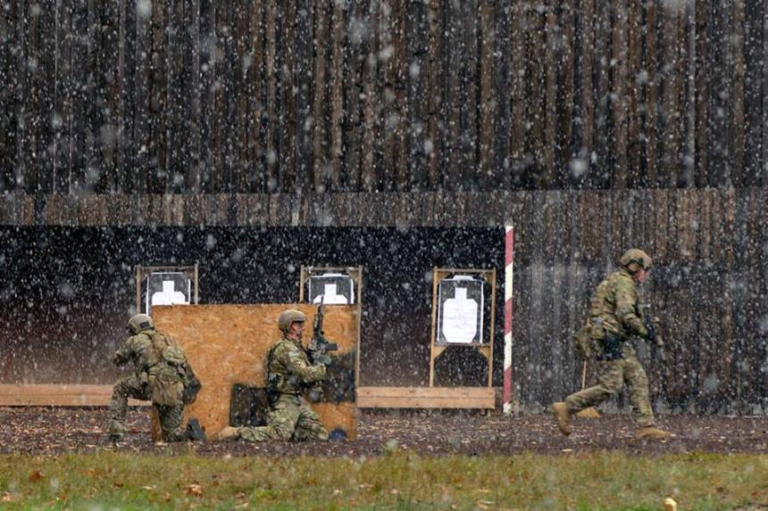 1-10th Special Forces Group Soldiers maneuver through shooting range at Panzer Range Complex, Boeblingen, Germany, Nov. 08, 2016., Photo: U.S. Army Special Operations Command