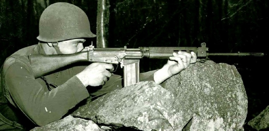 Isn't it beautiful? The FN T48 rifle in (limited) U.S. Army service, May 1955. (Photo: National Archives)