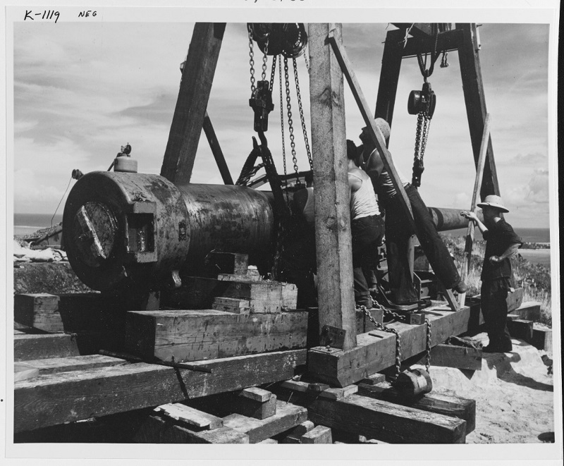 """Emplacing a Navy 7""""/45 gun on a hilltop over looking Teavanui Harbor, February 1942. Catalog #: 80-G-K-1119 Copyright Owner: National Archives"""