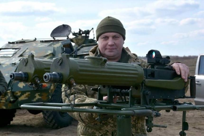 Combien de temps la culasse reste elle  bloquée  aprés la percussion  sur une arme auto ou semi auto? - Page 3 Twin-linked-maxim-guns-with-red-dot-sight-ukrainian-conflict