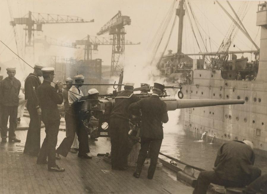 Gun Practice - Gun practice on board U.S. Cruiser Salem, Birmingham's sister, Chester class Charlestown, Navy Yard, Charlestown, Mass - NARA - 45510731