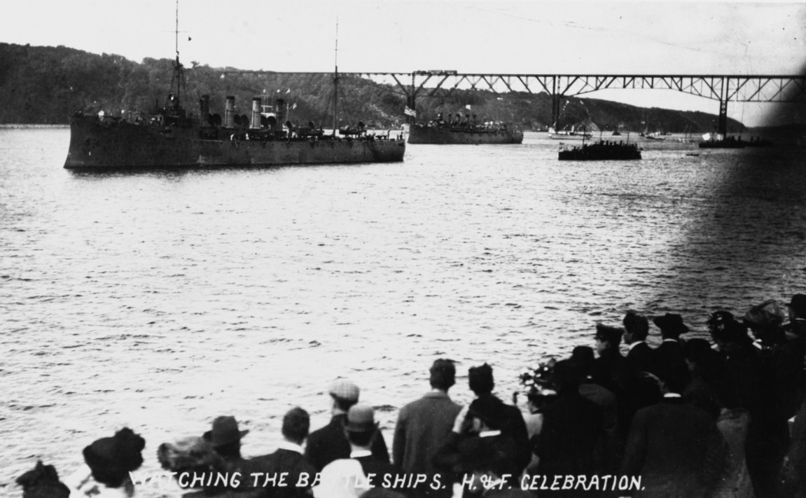 USS Salem (Scout Cruiser # 3) and USS Birmingham (Scout Cruiser #2) In the Hudson River, off New York City, during the Hudson-Fulton Celebration, 25 September 9 October 1909. Photo #: NH 91473