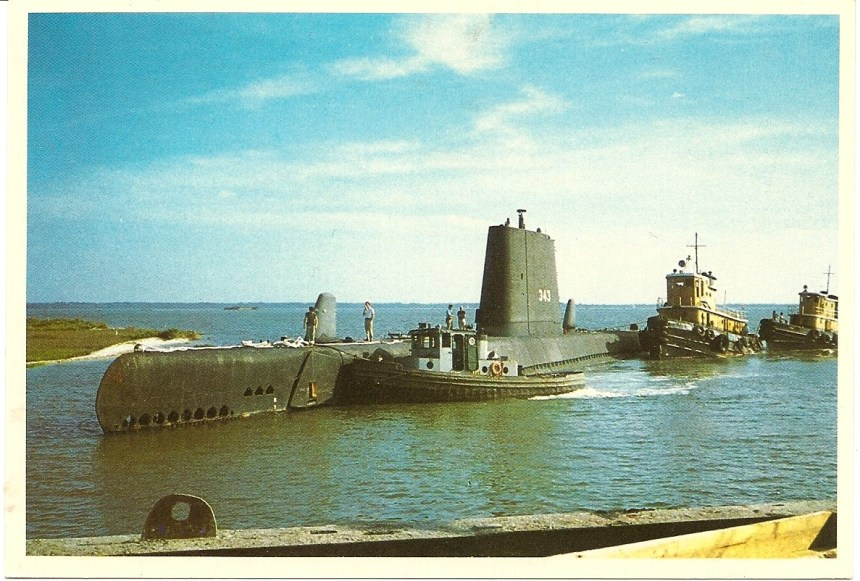 The Clamagore (SS-343) being brought to Patriots Point Naval and Maritime Museum, Charleston, SC. 1981. Courtesy Tommy Trapp via Navsource