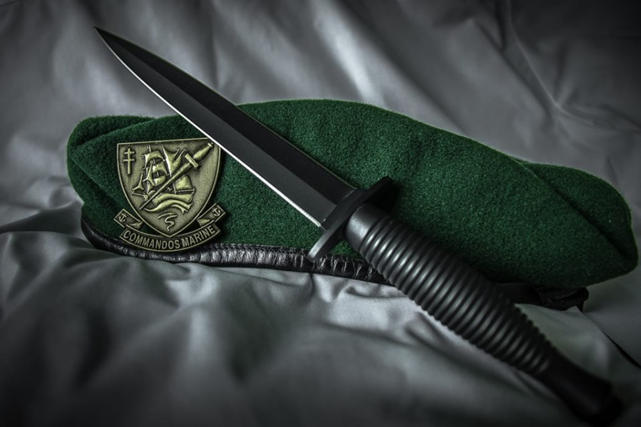 French Fusiliers marins et commandos marine fighting knife green beret via French marines