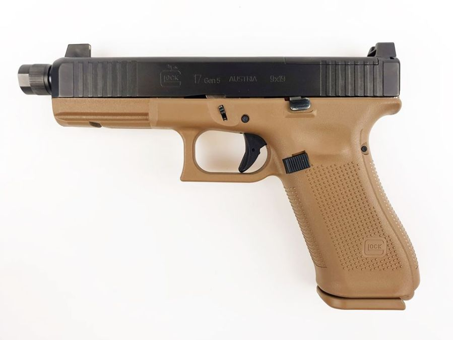 https://laststandonzombieisland.files.wordpress.com/2020/01/glock-gen-5-g17-mos-coyote-french.jpg?w=899