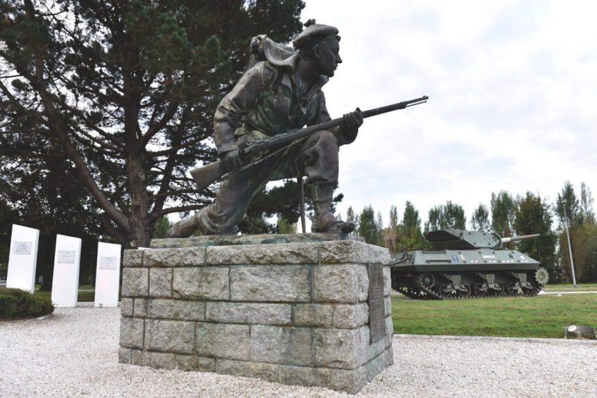 """WW2 Inspection des spécialistes /""""radio/"""" du commando Kieffer le 3 juin 44"""